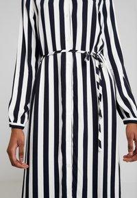 Vila - VISOMMI MIDI SHIRT DRESS - Długa sukienka - navy blazer/snow white - 7