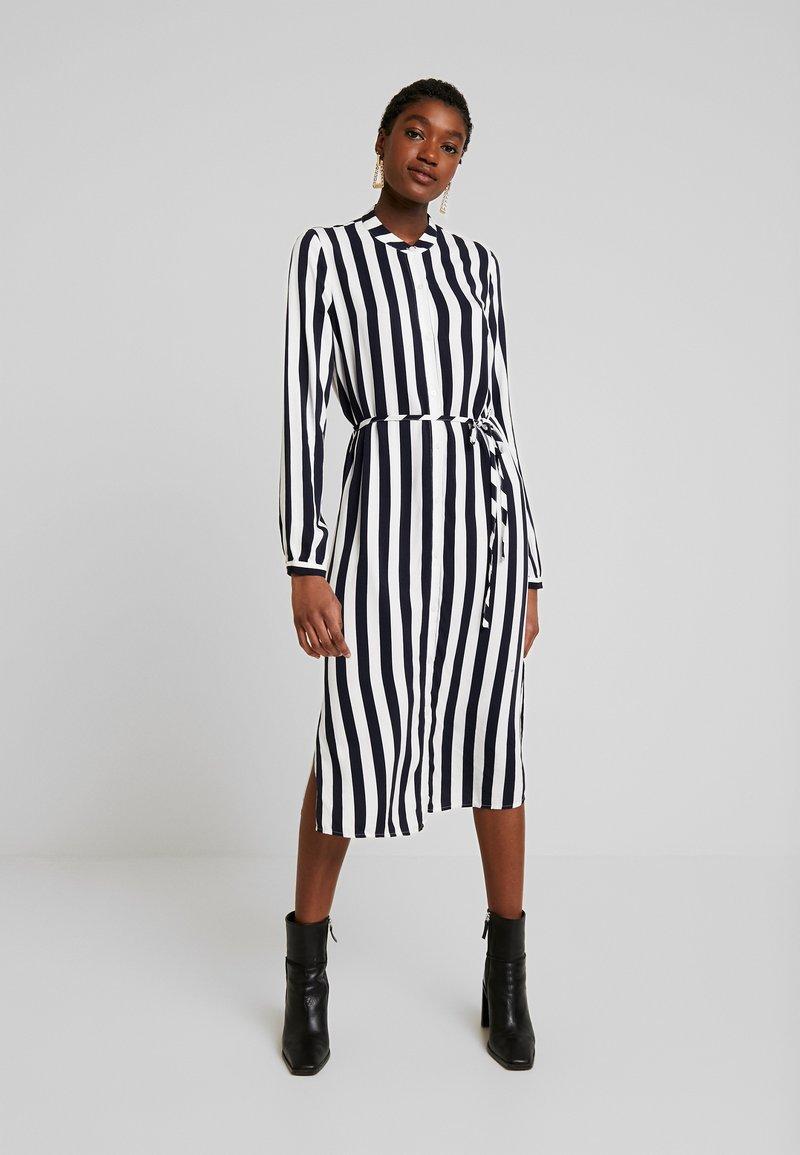 Vila - VISOMMI MIDI SHIRT DRESS - Długa sukienka - navy blazer/snow white