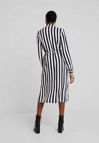 Vila - VISOMMI MIDI SHIRT DRESS - Długa sukienka - navy blazer/snow white - 3