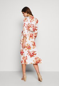 Vila - VILIVA NEW MEDI BELT DRESS - Kjole - cloud dancer/red/beige - 2