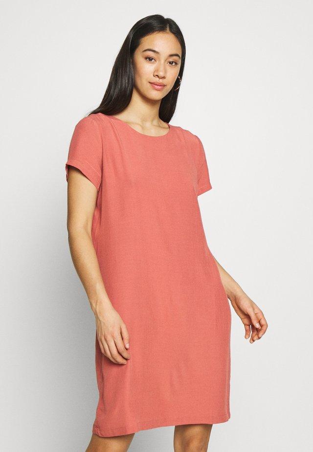 VIPRIMERA DRESS - Denní šaty - dusty cedar