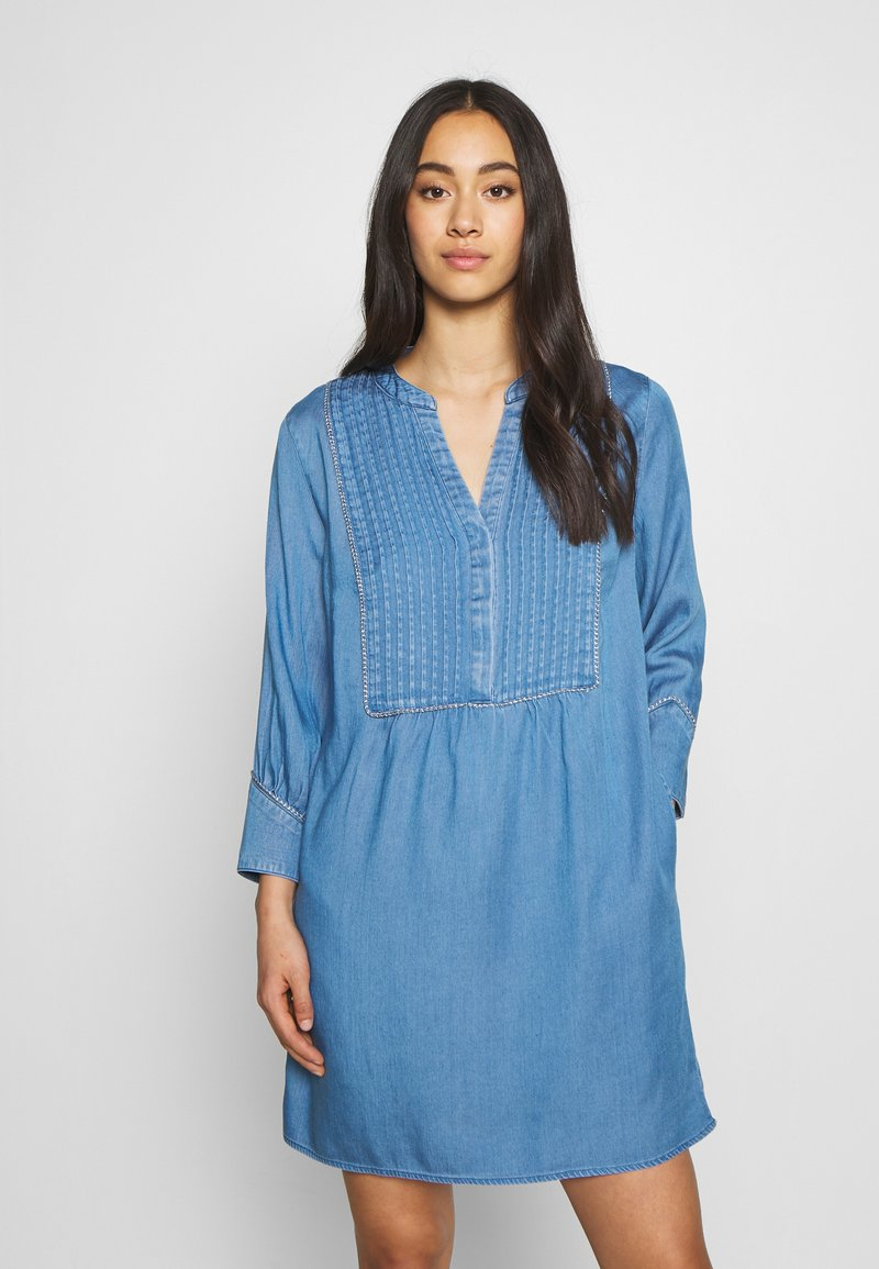Vila - VIMAKENNA 3/4 DRESS - Dongerikjole - medium blue denim