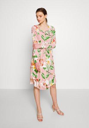 VIESMIRA DRESS - Košilové šaty - pale mauve/esmira