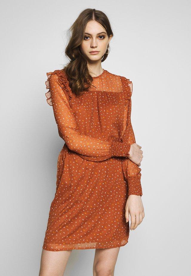 VIUTA SHORT DRESS - Vestido informal - copper brown
