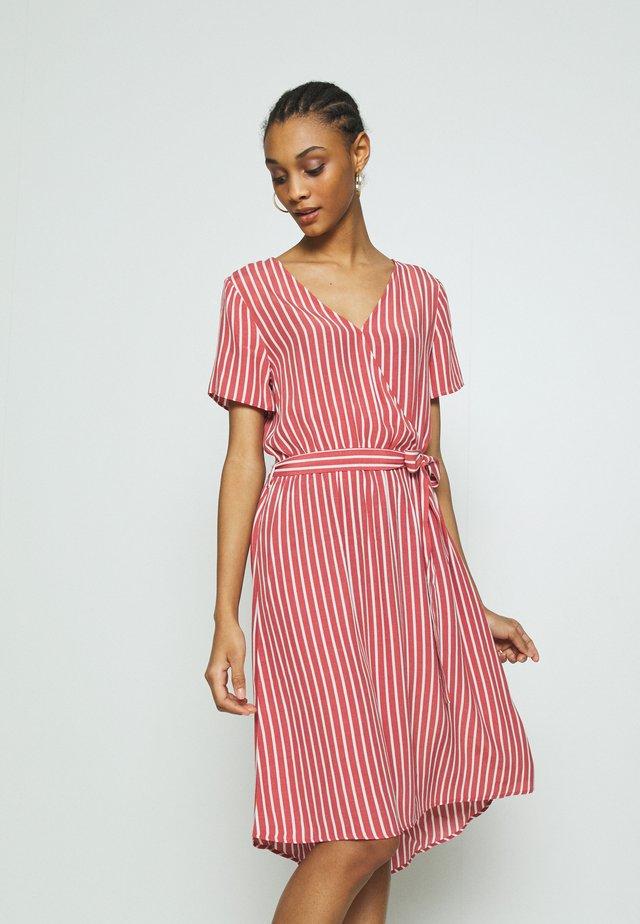 VIPRIMERA WRAP S/S  - Korte jurk - red