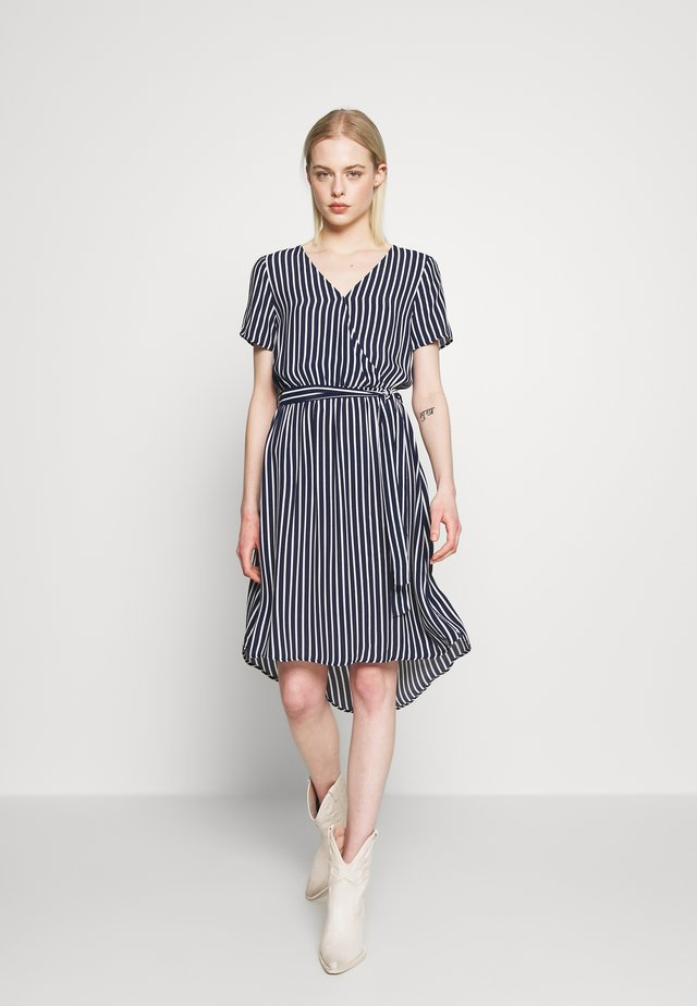 VIPRIMERA WRAP S/S  - Freizeitkleid - navy /snow white