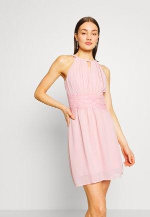 VIMILINA HALTERNECK DRESS/SU - NOOS - Denní šaty - pale mauve