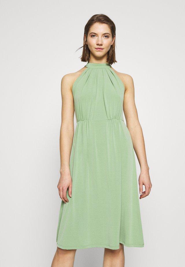 VIOCENNA WRINKLE EFFECT DRESS - Jerseyklänning - loden frost