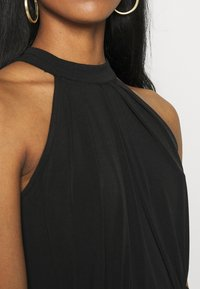 Vila - VIOCENNA WRINKLE EFFECT DRESS - Jerseyjurk - black - 5