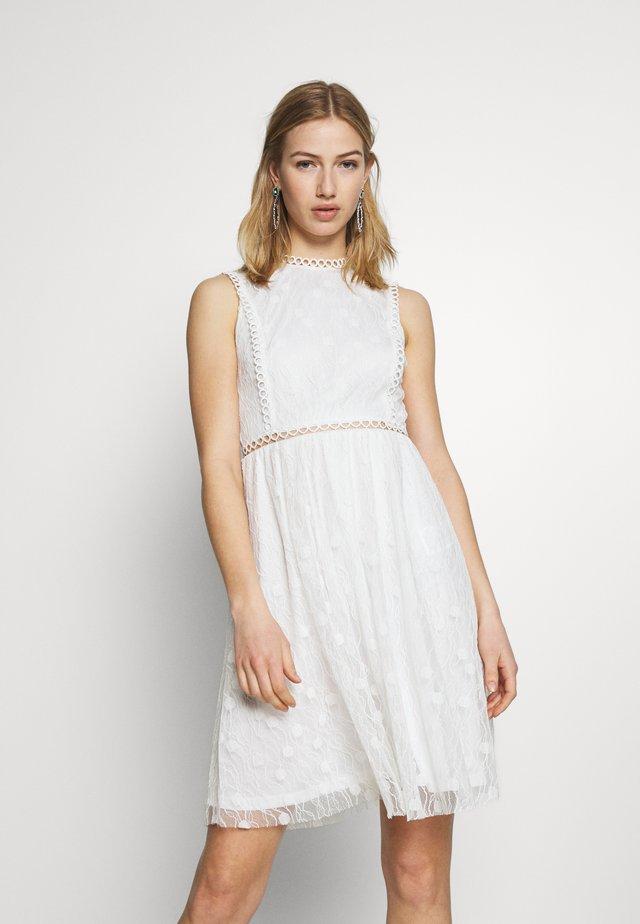 VILEE DRESS - Vestido de cóctel - cloud dancer