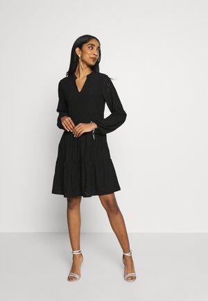 VIKAWA DRESS - Robe d'été - black