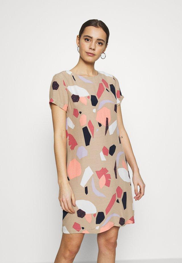 VIPRIMERA DRESS - Korte jurk - coralis