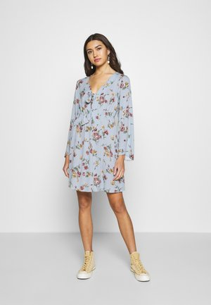 VILULU TIE DRESS - Robe d'été - ashley blue/winetasting