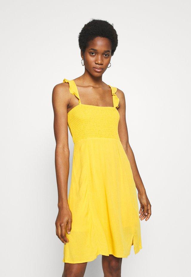 VISUNNY FESTIVAL SMOCK DRESS - Korte jurk - golden rod
