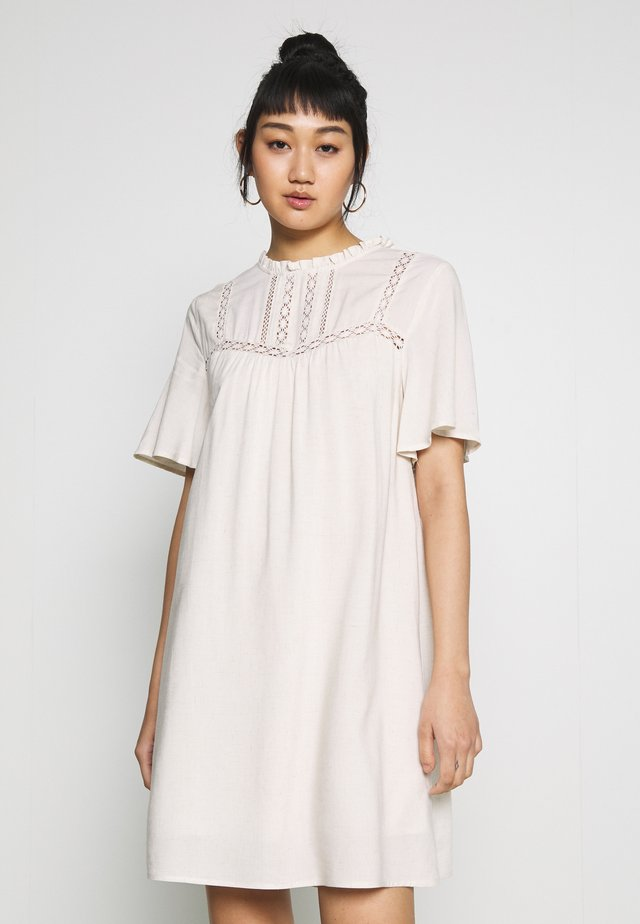DRESS - Korte jurk - natural melange/whisper white