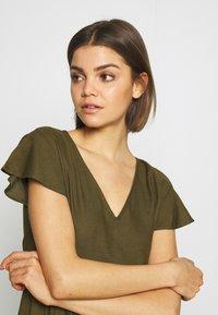Vila - VINASRIN VNECK DRESS - Korte jurk - dark olive - 4