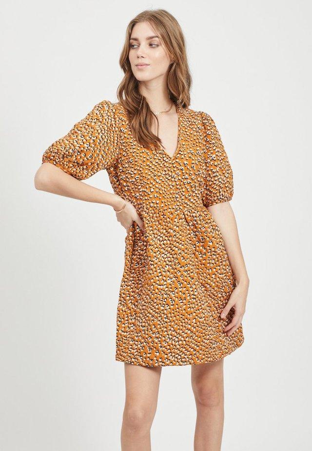 Korte jurk - golden oak