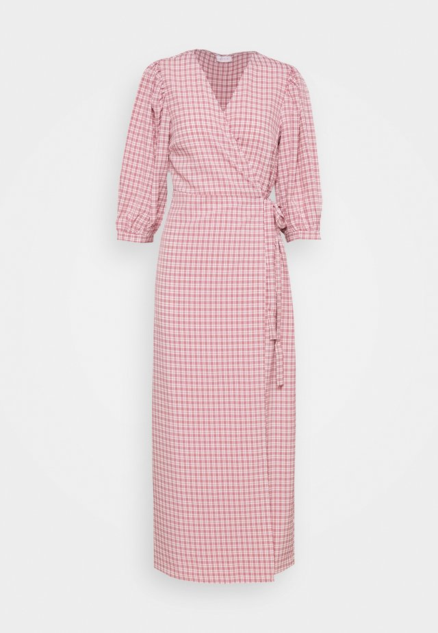 VIDOLETTA WRAP CHECK DRESS - Maxikjoler - dusty cedar/white