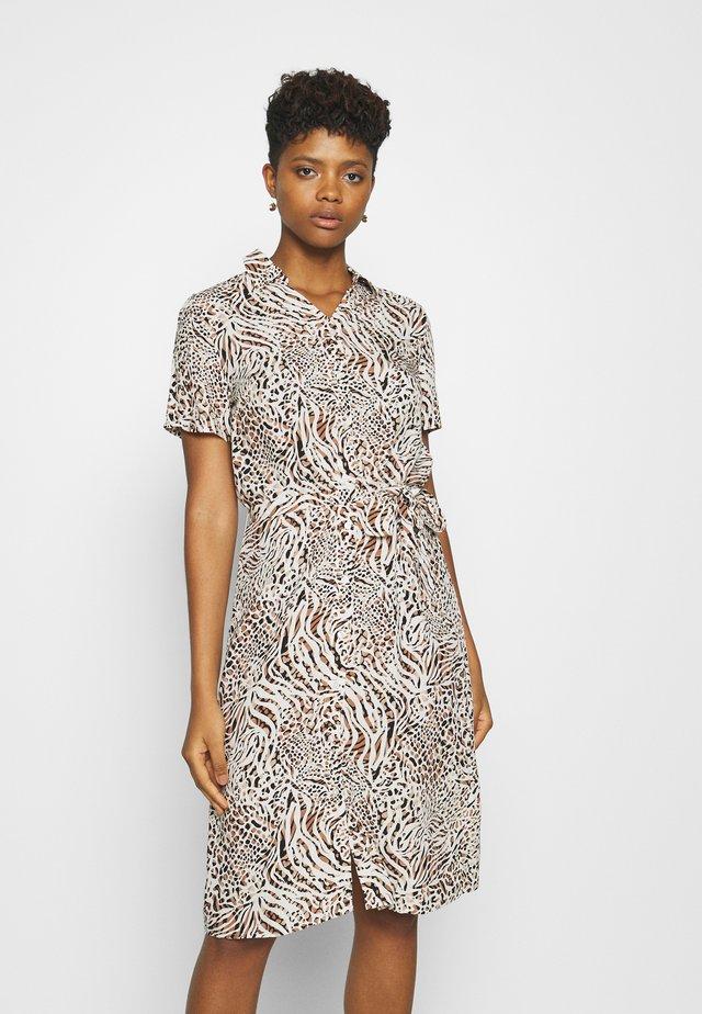 VIMASK DRESS MULTINA - Sukienka koszulowa - birch/multina