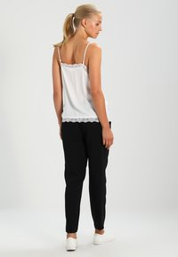Vila - VICAVA SINGLET - Topper - cloud dancer - 3