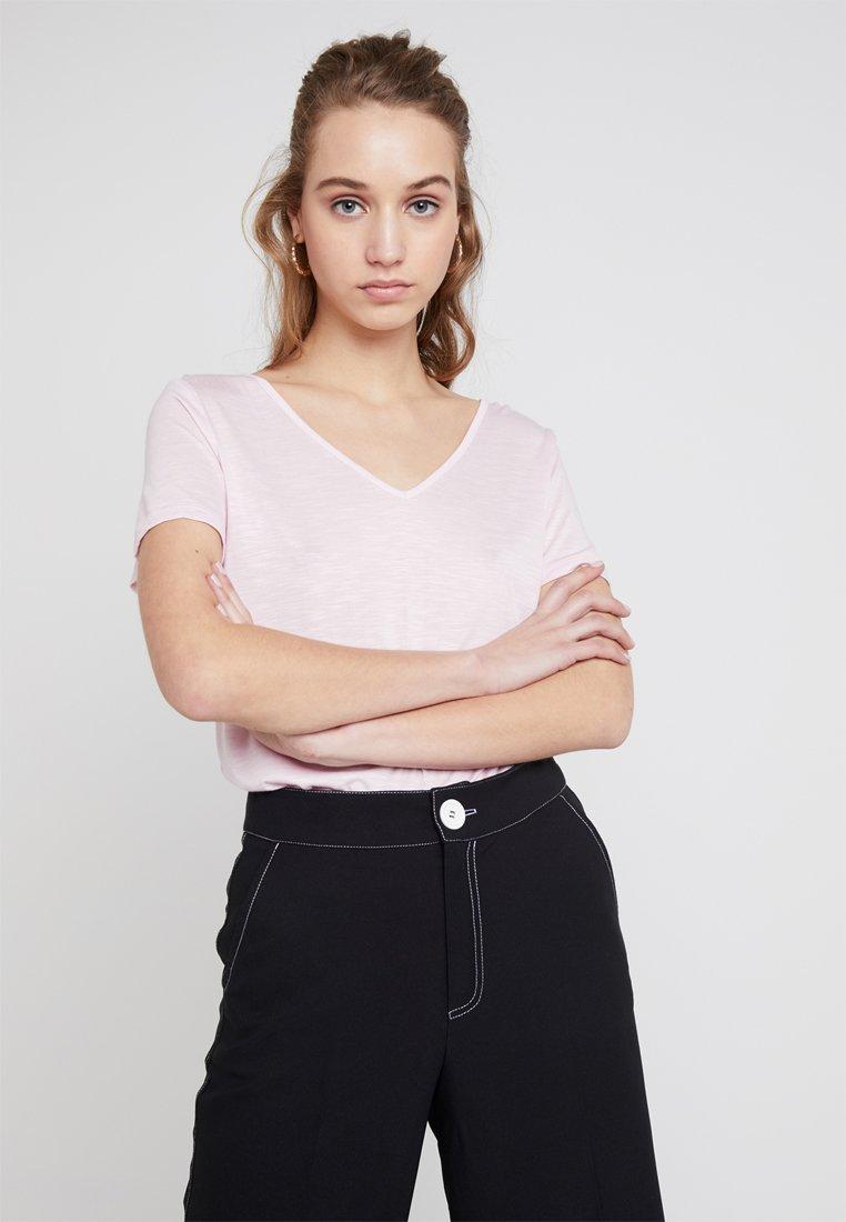 Vila - VINOEL V NECK - Basic T-shirt - lilac snow