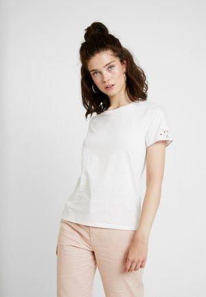 VIFLOELLA - Print T-shirt - cloud dancer