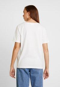 Vila - VIPAIGE - Print T-shirt - cloud dancer/endless - 2