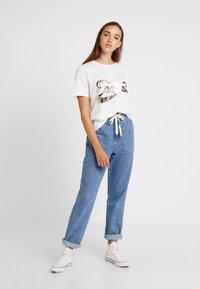 Vila - VIPAIGE - Print T-shirt - cloud dancer/endless - 1