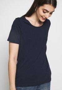Vila - VISUS ONECK - T-shirts print - navy blazer - 4