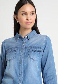 Vila - VIBISTA  - Button-down blouse - medium blue denim - 3