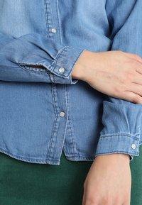 Vila - VIBISTA  - Button-down blouse - medium blue denim - 5