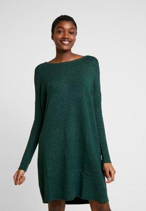 VIRIL  - Stickad klänning - pine grove/melange