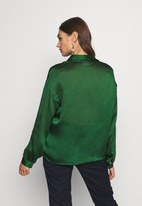 Vila - VISUWAVEY  - Button-down blouse - eden - 2