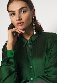 Vila - VISUWAVEY  - Button-down blouse - eden - 4