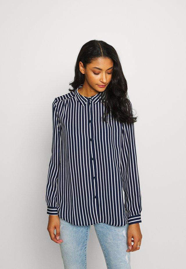 VILUCY BUTTON - Button-down blouse - navy blazer/snow white