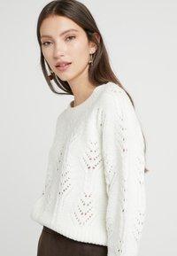 Vila - Sweter - whisper white - 4