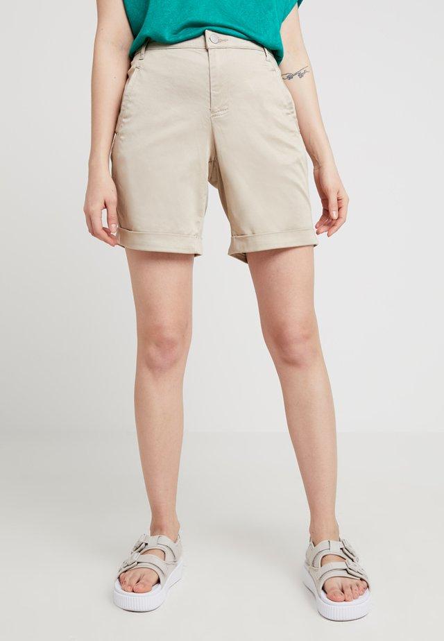 VICHINO RWRE - Shorts - soft camel