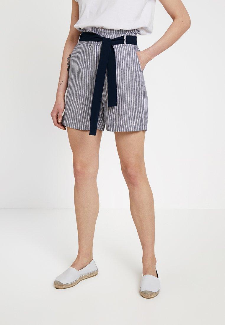 Vila - VIKARISA - Shorts - navy blazer/snow white