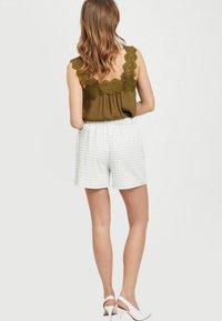 Vila - Shorts - off-white - 2