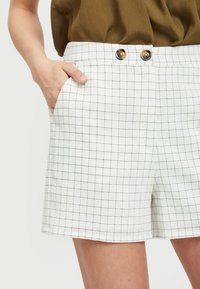 Vila - Shorts - off-white - 3