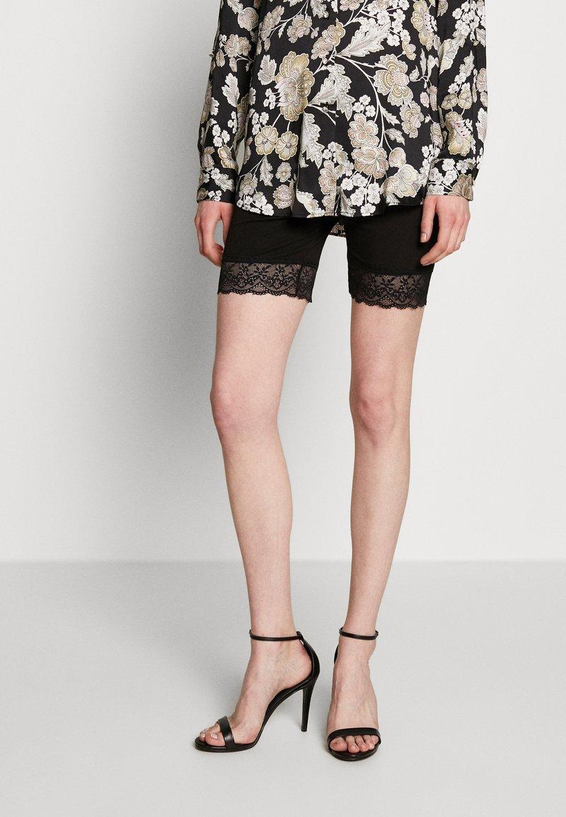 Vila - Shorts - black