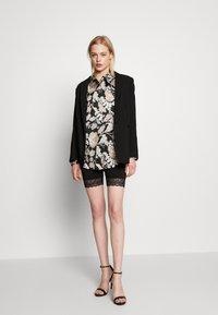 Vila - Shorts - black - 1