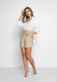 Vila - VISOFINA HWRE SHORTS - Shorts - beige - 1