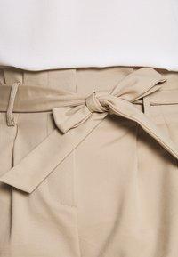 Vila - VISOFINA HWRE SHORTS - Shorts - beige - 5
