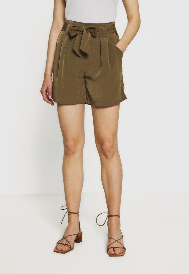 VIKASHA  - Shorts - dark olive