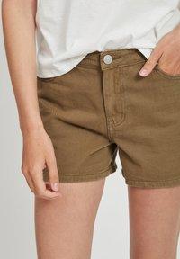 Vila - VIANNABEL  - Shorts di jeans - dark olive - 3