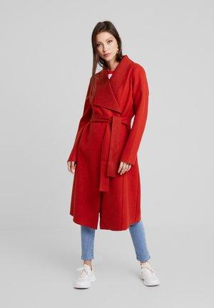 Zimní kabát - ketchup