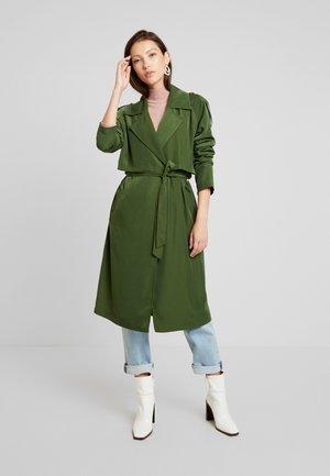 VILEYLA - Trenchcoat - ivy green