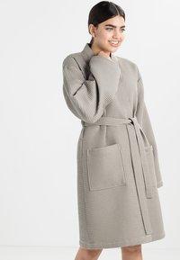 Vossen - ROM - Dressing gown - pepplestone - 0