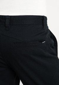 Volcom - FRICKIN MODERN STRETCH - Chino kalhoty - black - 5